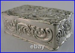 Pretty English Solid Sterling Silver Cherub Snuff Pill Box 1977